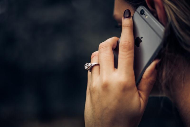 電話 が かかっ て くる 夢 【夢占い】電話をかける夢の意味!異性から電話がかかってくる夢は恋...